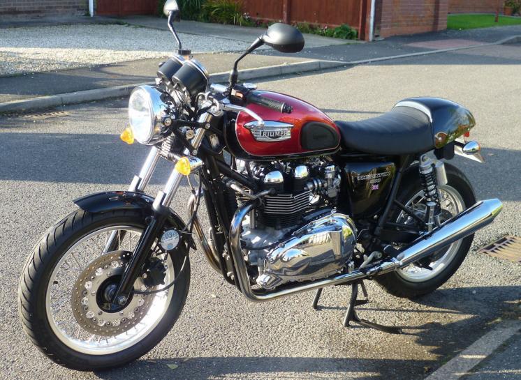 2005 triumph thruxton 900 1.jpg