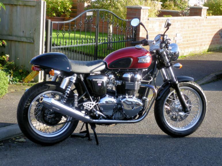 2005 triumph thruxton 900 2.jpg
