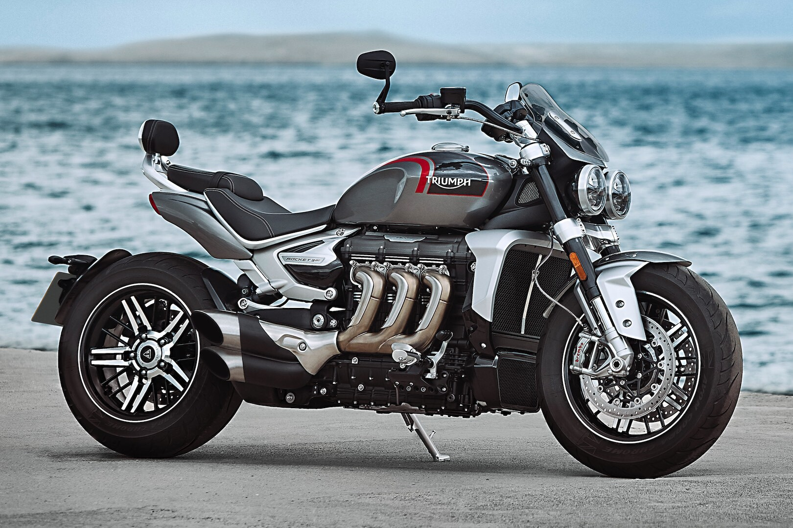 2020-Triumph-Rocket-3-GT-touring-cruiser-motorcycle-9.jpg
