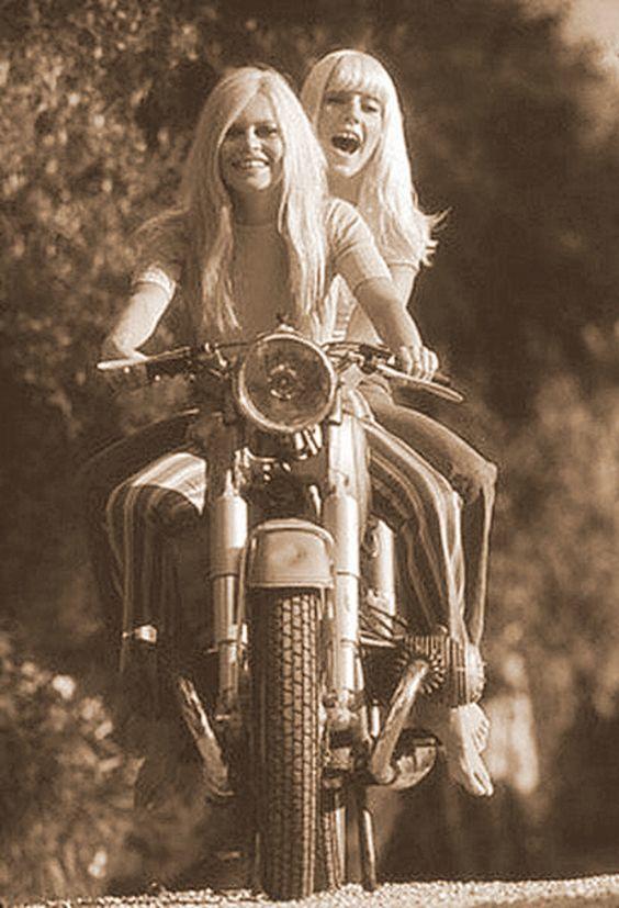 Brigitte Bardot & Sylvie Vartan.jpg