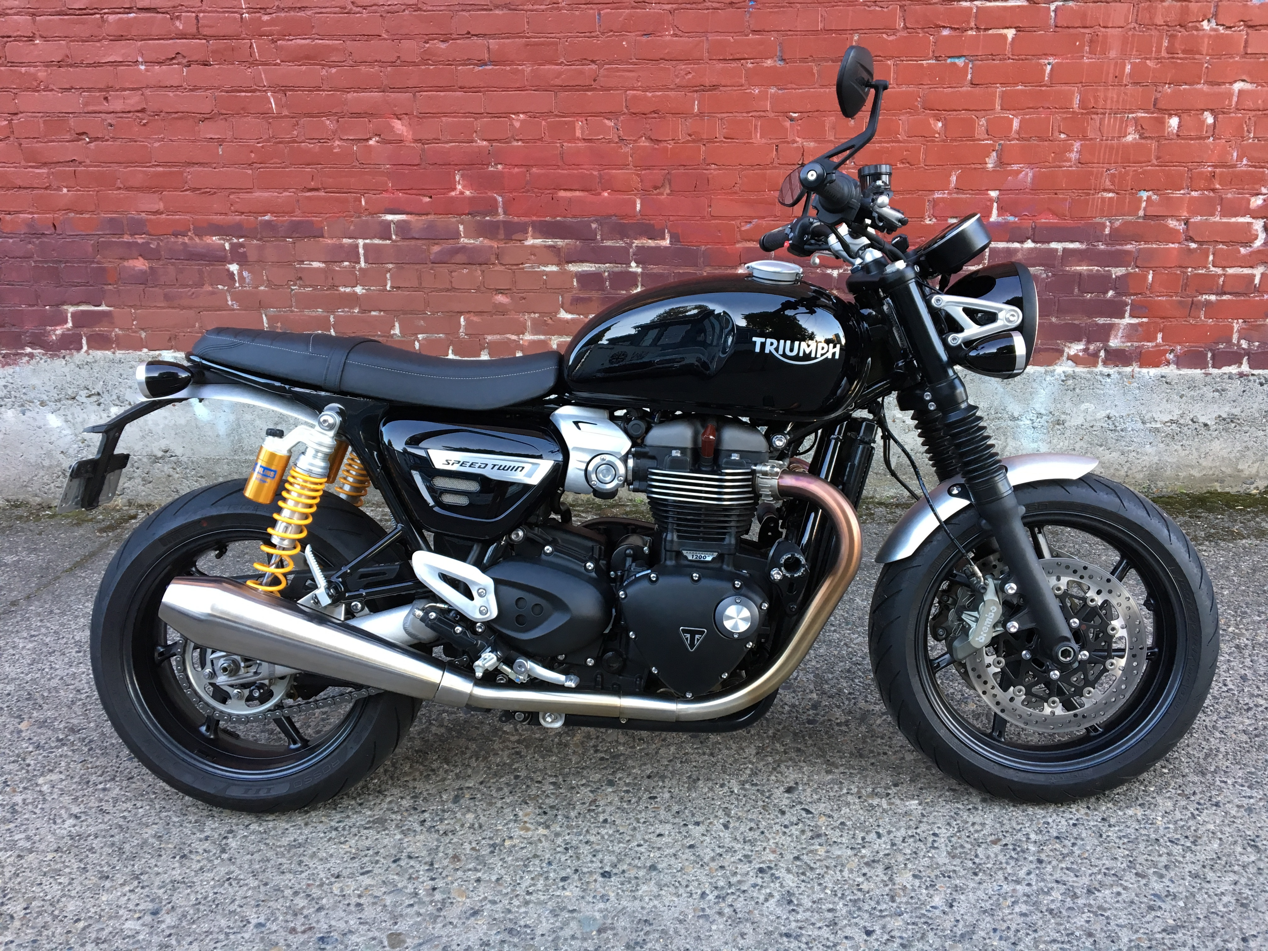 Speed Twin with Ohlins Sept 2019.JPG