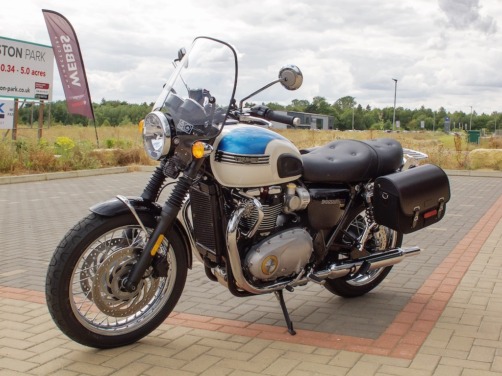 T120t100 Royal King And Queen Seat The Triumph Forum
