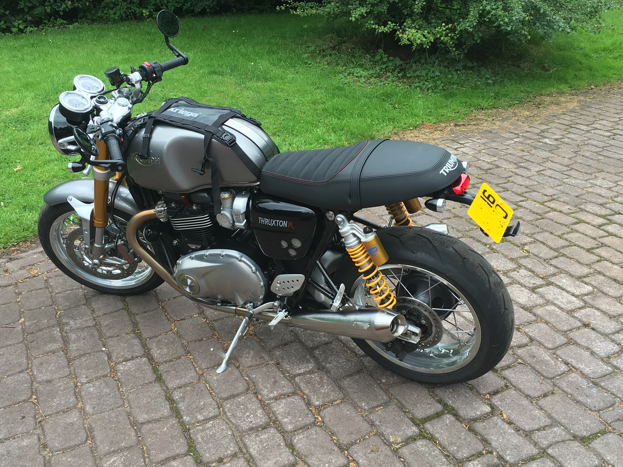thruxton r dual comfort seat hardly used for sale the triumph forum. Black Bedroom Furniture Sets. Home Design Ideas