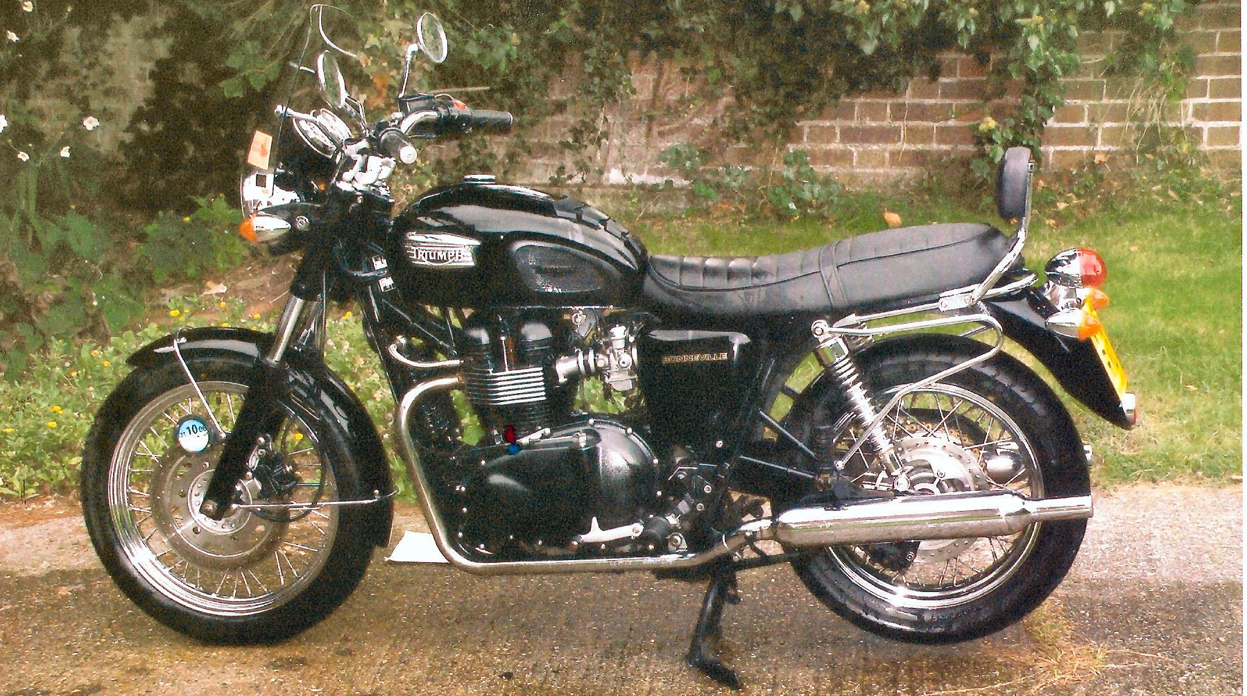 Triumph Bonneville - nicked.jpg
