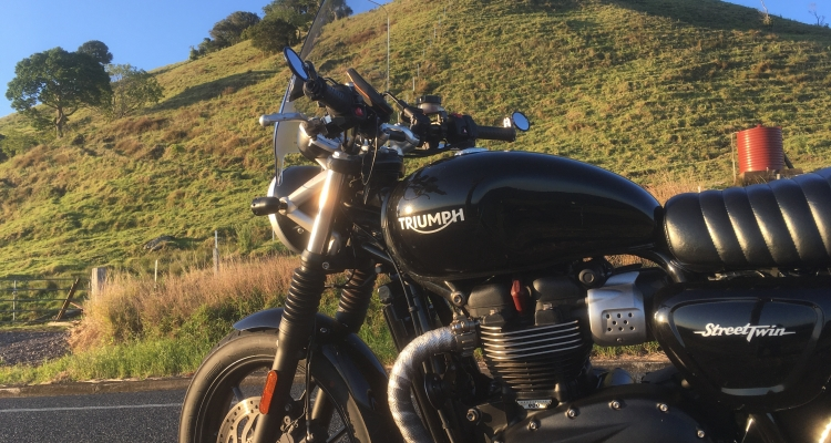 National Cycles Deflector Screen On Street Twin. First Impressions.